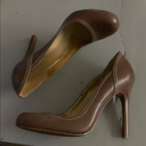 Guess brown leather heels sz. 7.5